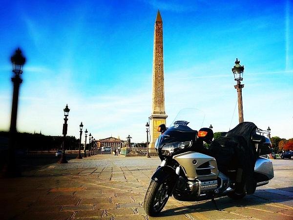 Taxi moto en attente à la Concorde